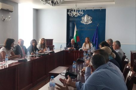 Министър Ангелкова проведе работна среща с министъра на здравеопазването Кирил Ананиев и водещи лекари