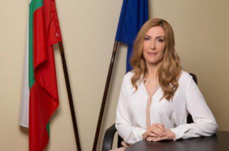 Министър Ангелкова в Слънчев бряг: На 17 плажа чадърите и шезлонгите ще са безплатни