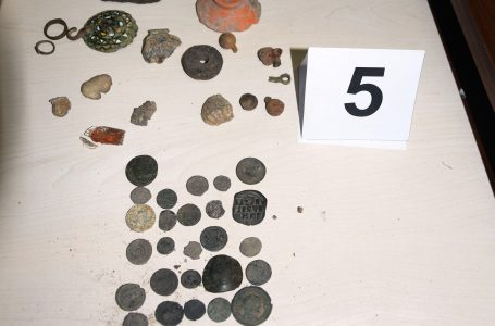 24-годишен жител на Радилово е задържан за притежание на наркотици и старинни монети