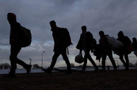 """Група мигранти са открити на 75-ти километър на АМ """"Тракия"""", двама са задържани за превозването им"""